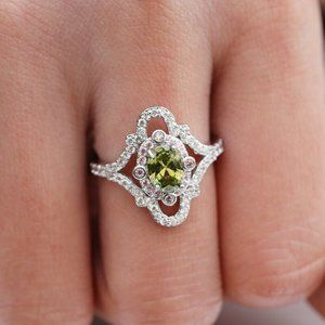 Exquisite 925 Silver Oval Cut Peridot Ring New